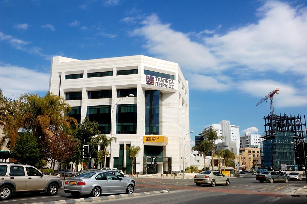 На Кипре повсюду банки