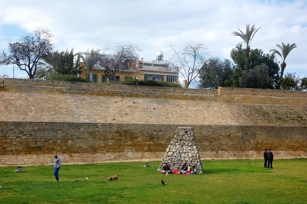 У крепостной стены Никосии