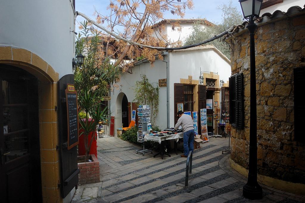 Сувенирный уголок в центре Никосии