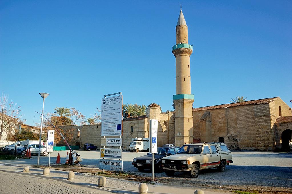 Мечеть Омерие - в греческой Никосии тоже есть мечети
