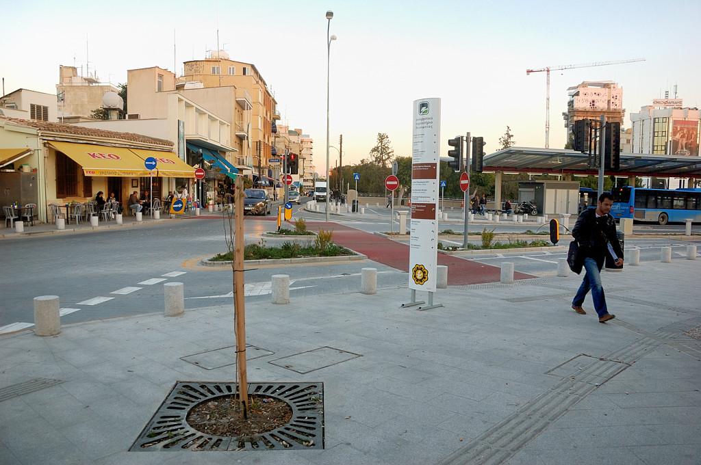Автобусный терминал у входа в старый город