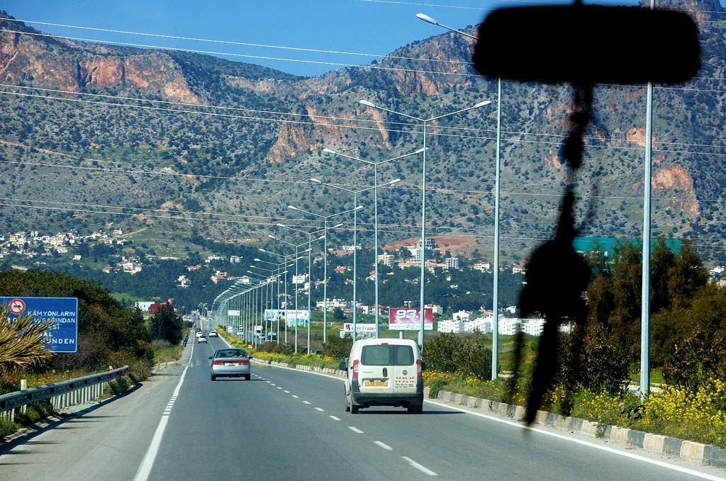 Впереди Киренийский хребет