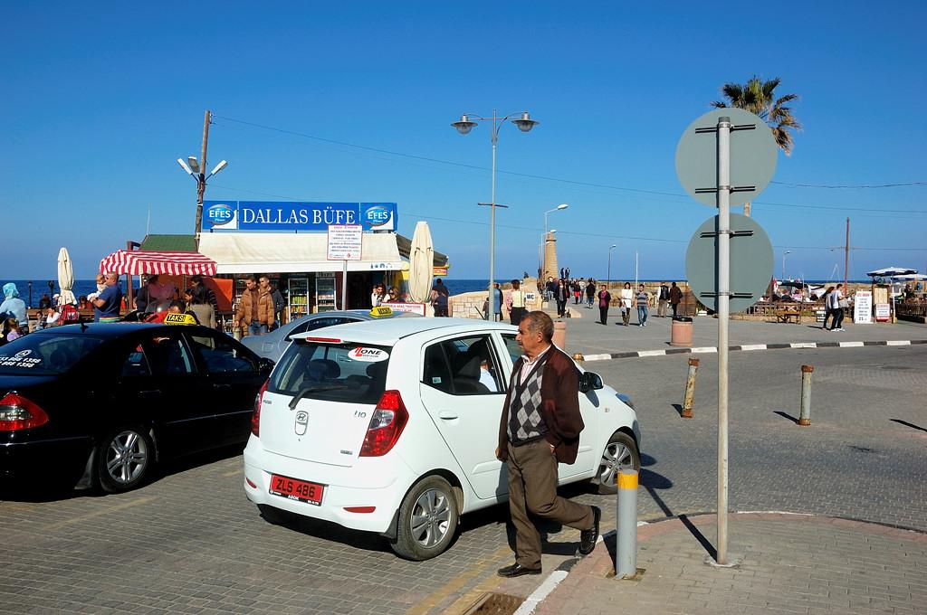 Туристы на набережной