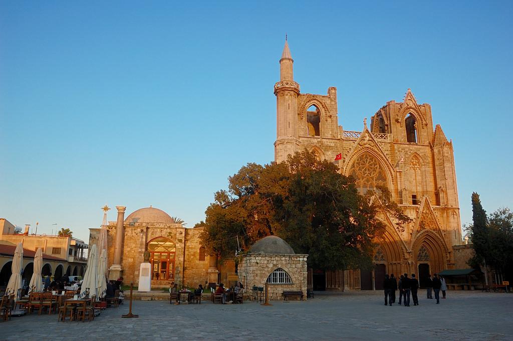 Развалины церкви, переделанные турками в центральную мечеть