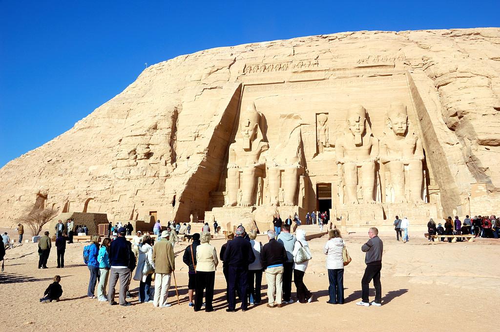 Туристы у Абу-Симбела