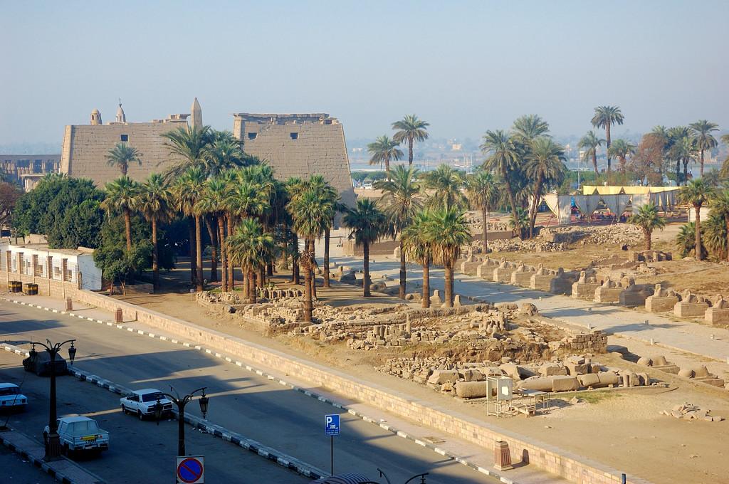 Вид из окна отеля Нефертити на Луксорский храм