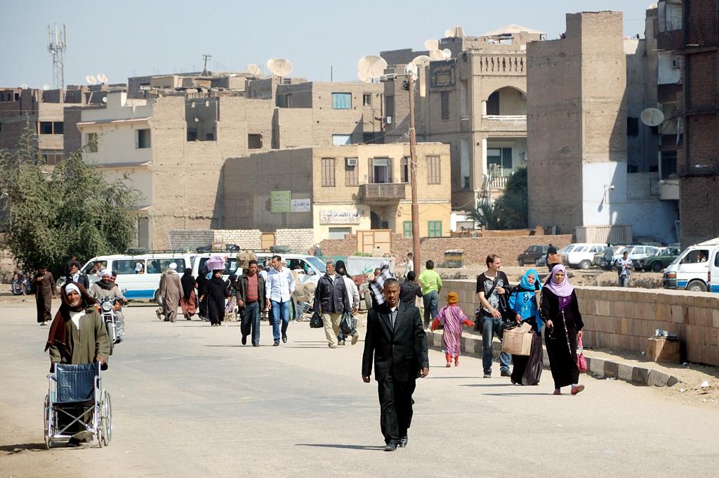 На улице Луксора, ведущей к парому через Нил