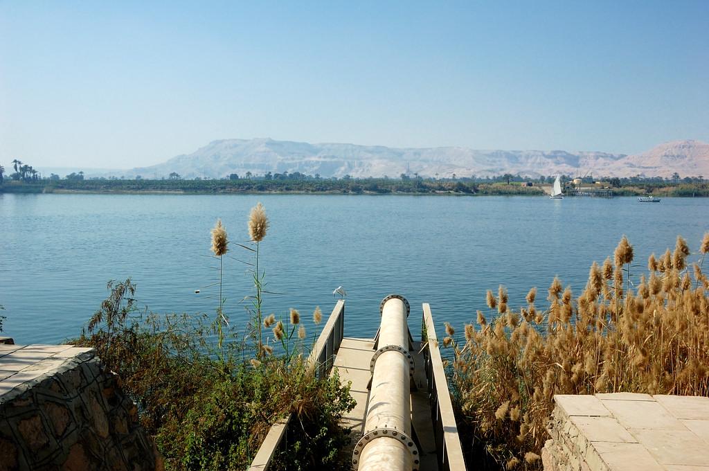 Труба, выходящая в Нил напротив Карнакского храма