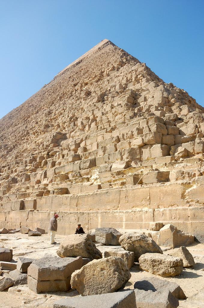 Пирамида Хефрена вблизи
