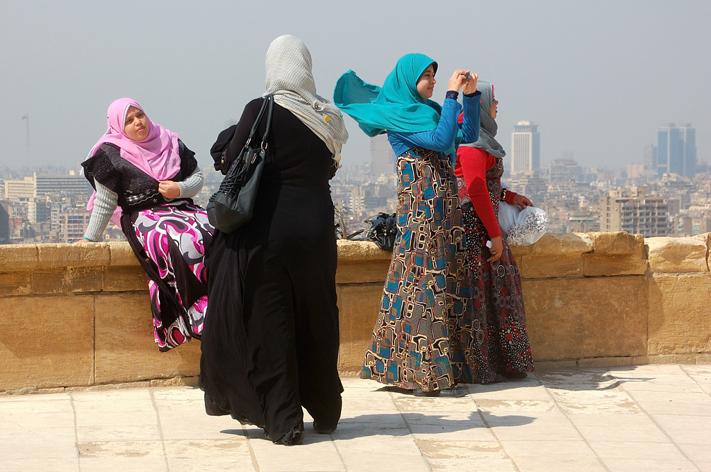 Мусульманки фотографируются