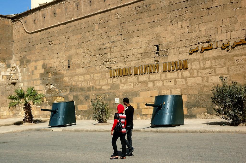 У входа в военный музей
