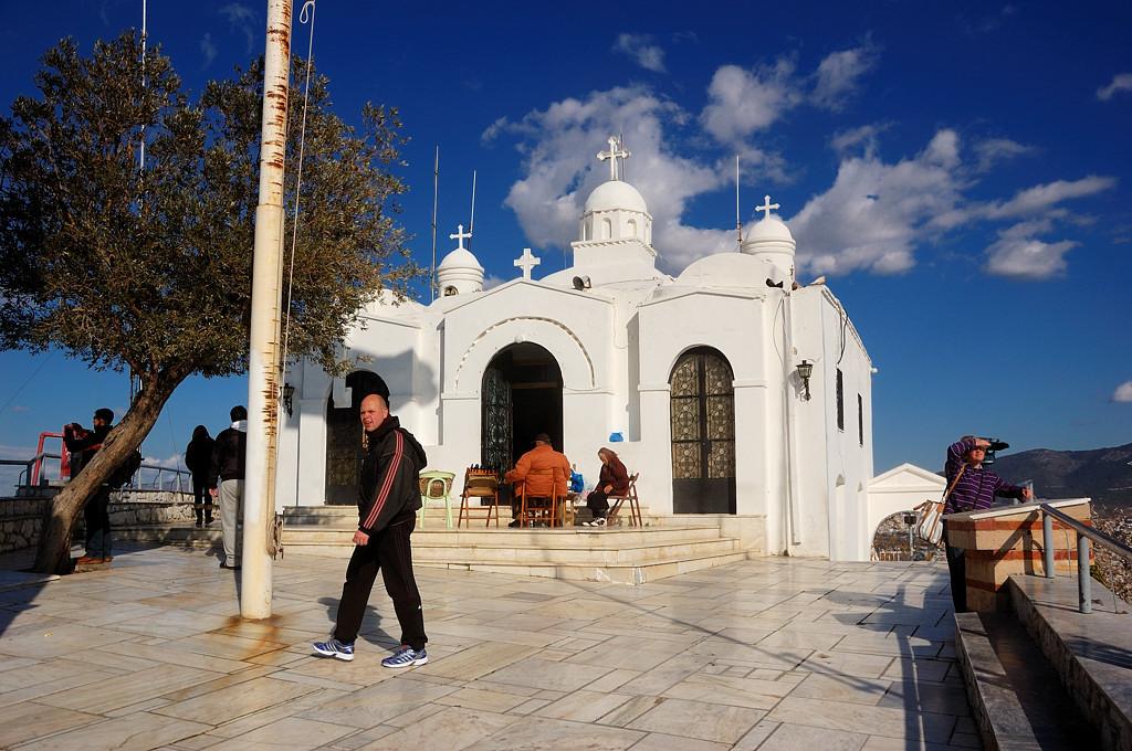 Церквушка на вершине горы