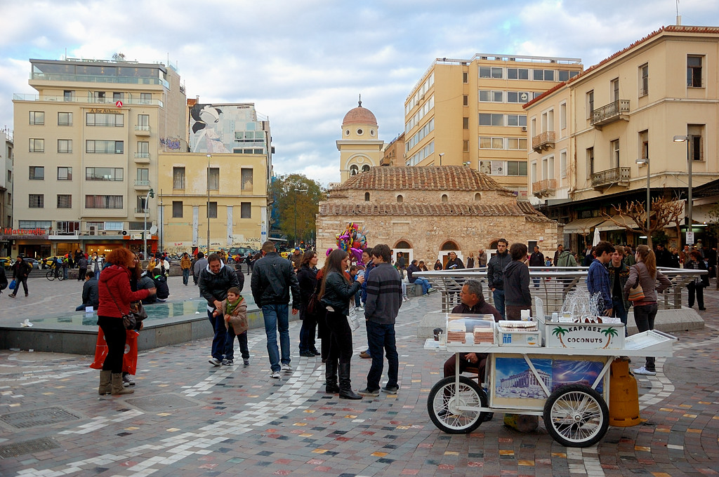 На площади Монастираки