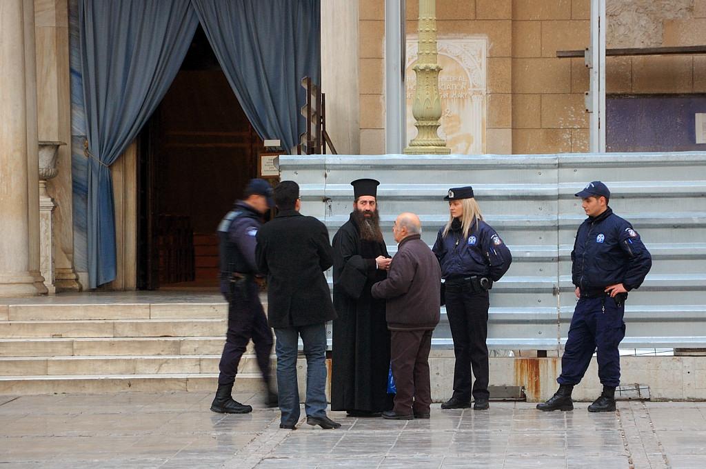 Православные тут заодно с полицией