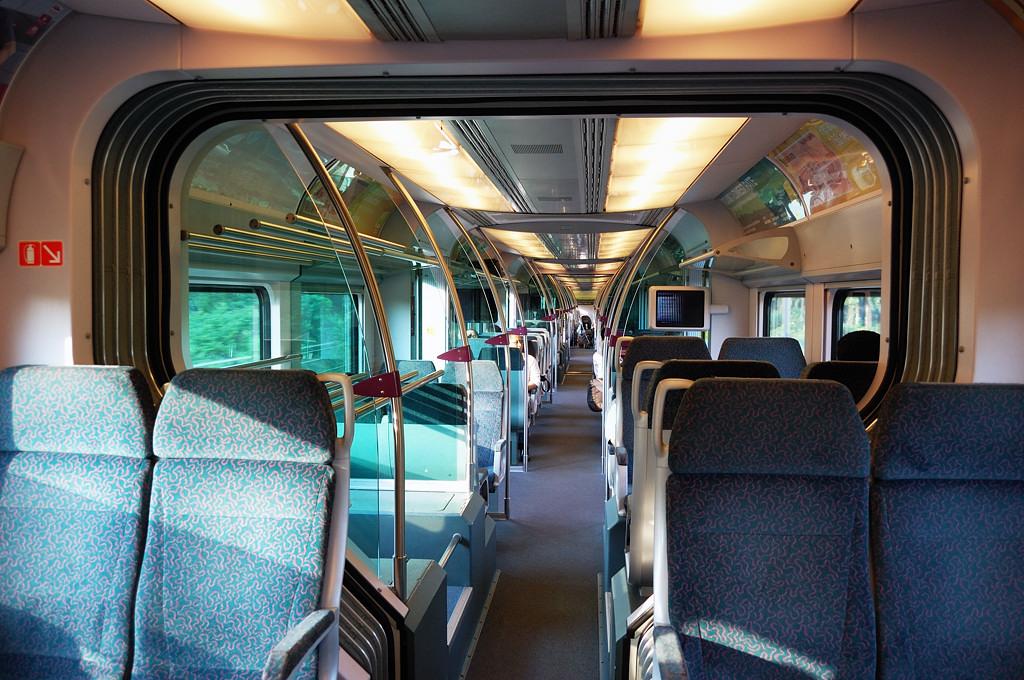 В вагоне поезда KLIA Express, идущего в город из аэропорта