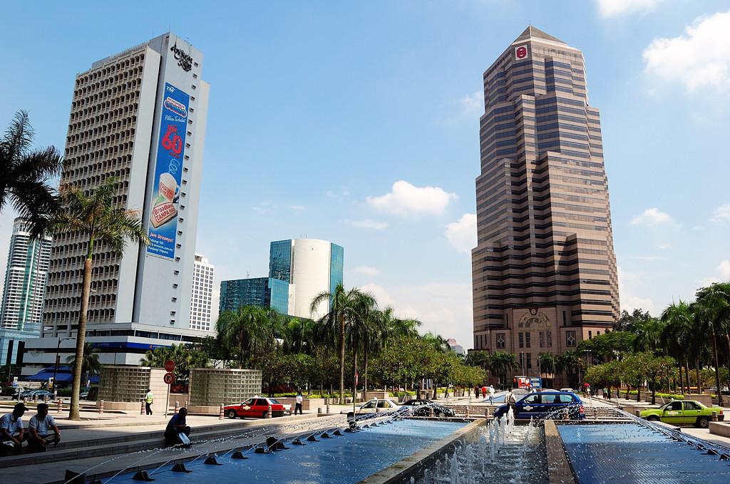 У подножия башен-близнецов Petronas
