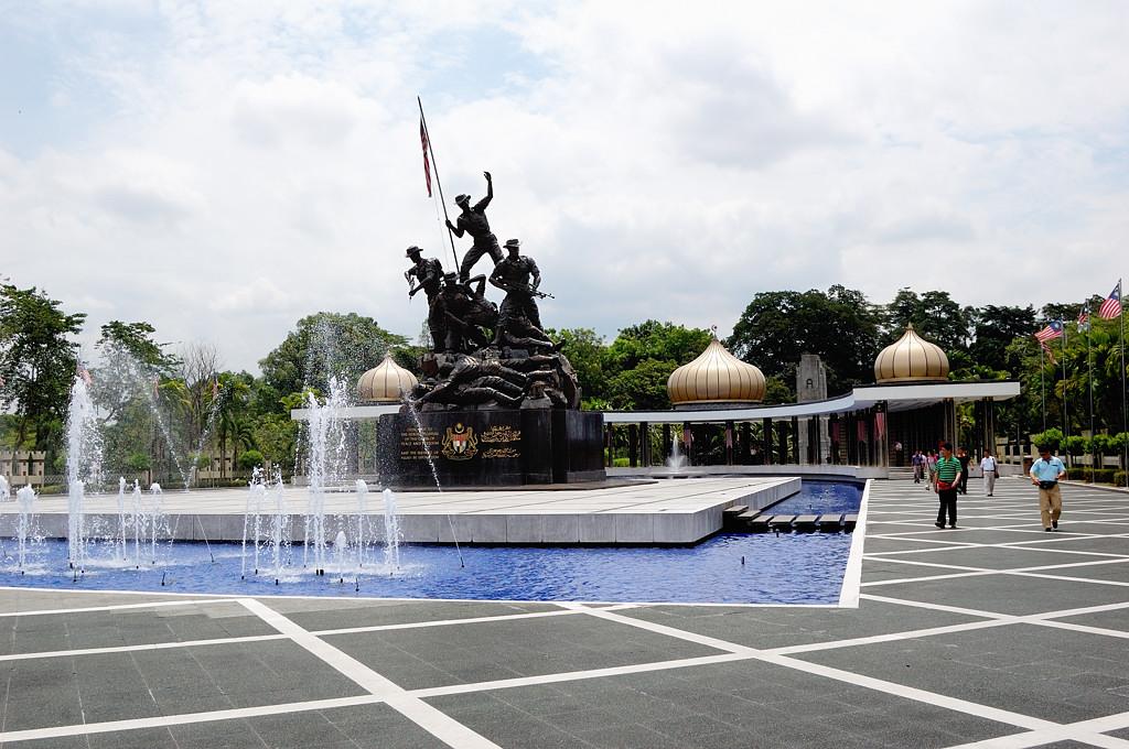 Национальный монумент - памятник героям гражданской войны 1950-х годов