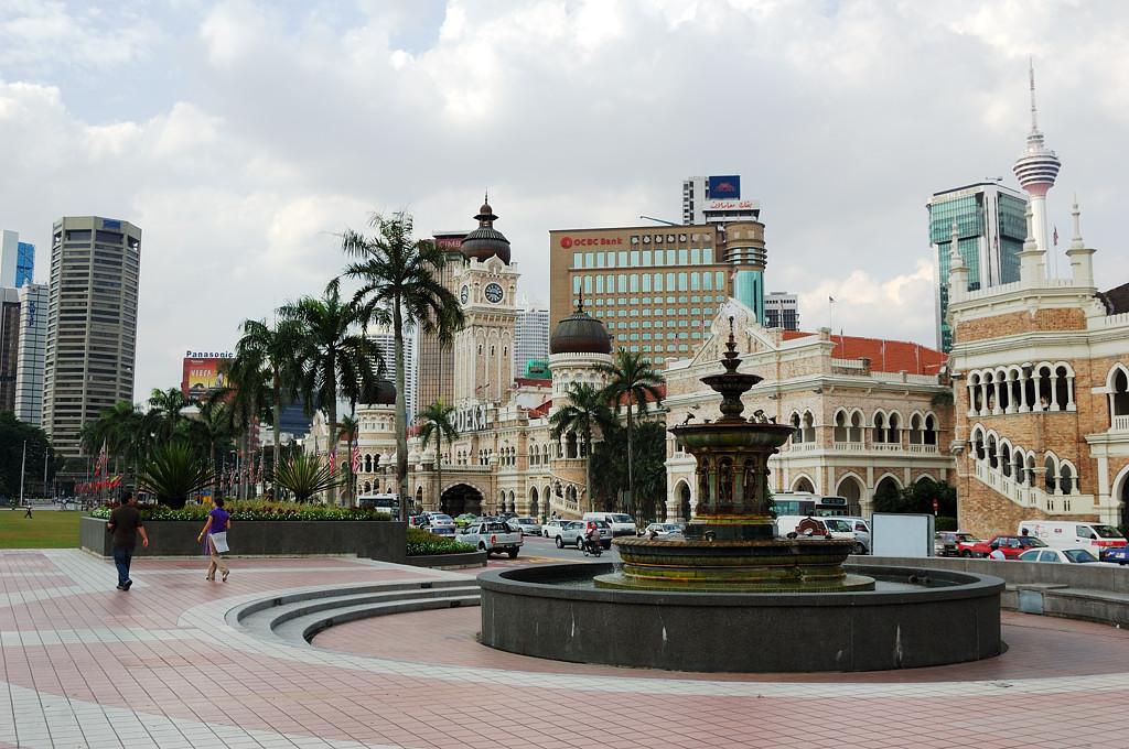 Дворец Султан Абдул Самад на площади Независимости. Правительственное здание, построенное англичанами в 1894 году. Названо в честь султана провинции Селангор