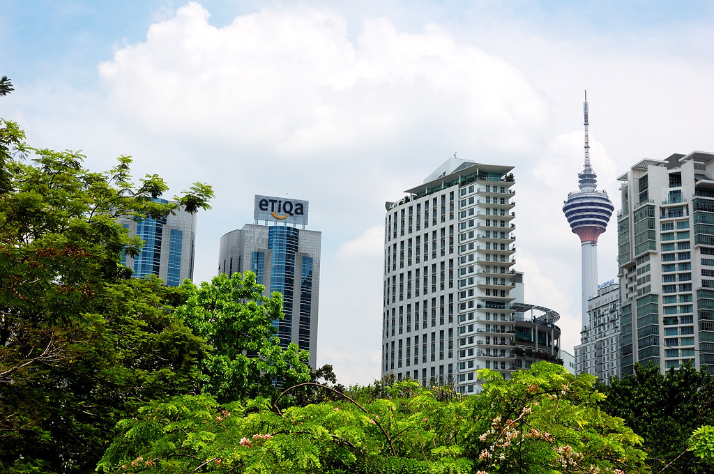 В парке KL City Centre у подножия башен-близнецов