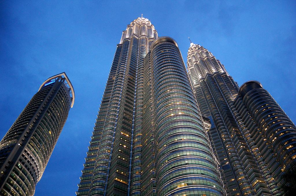 Башни Petronas в сумерках