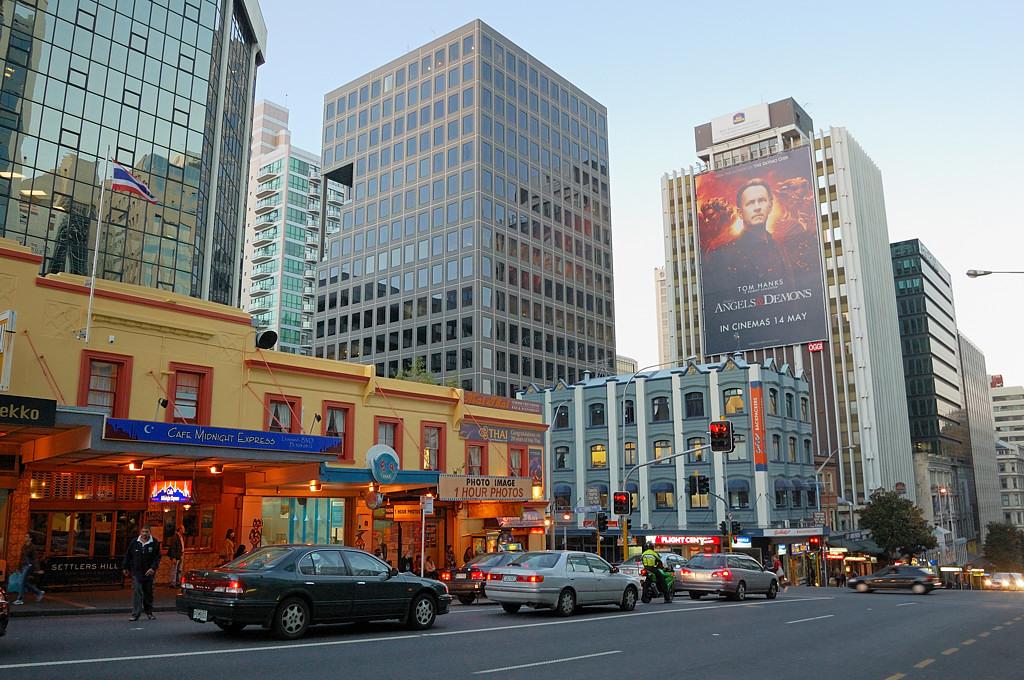 На улицах Окленда вечером