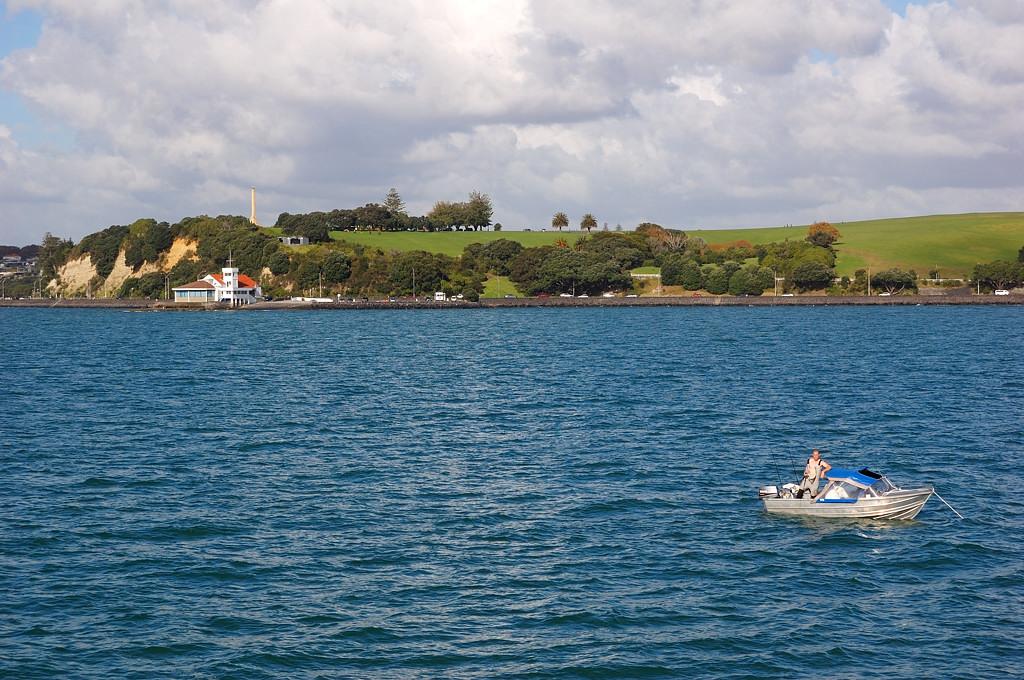 Вид на окрестности Окленда с экскурсионного кораблика