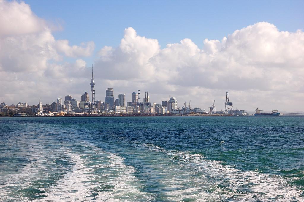 Вид на Окленд с экскурсионного кораблика