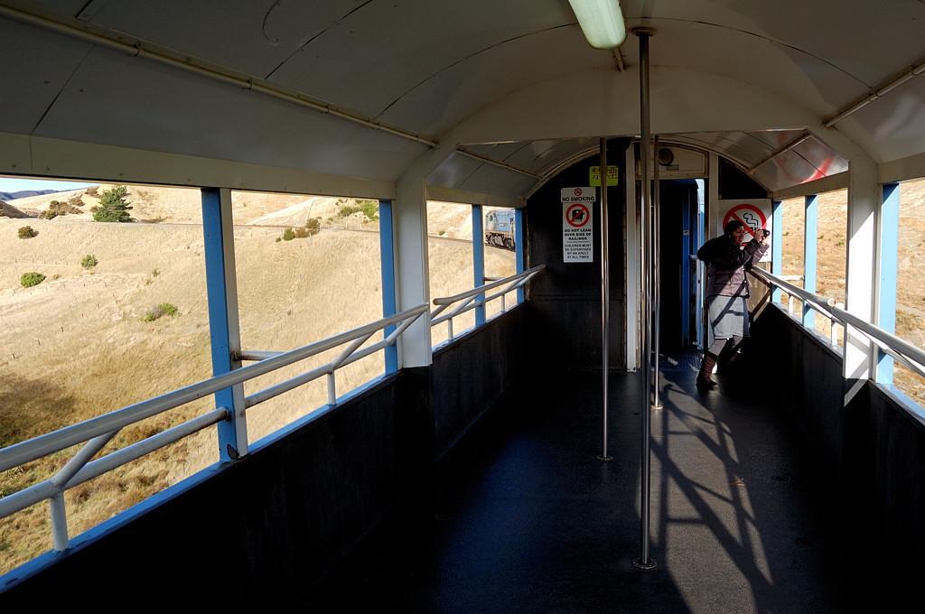 В составе поезда Tranzcoastal есть открытый вагон, специально для фотолюбителей из Японии и других стран