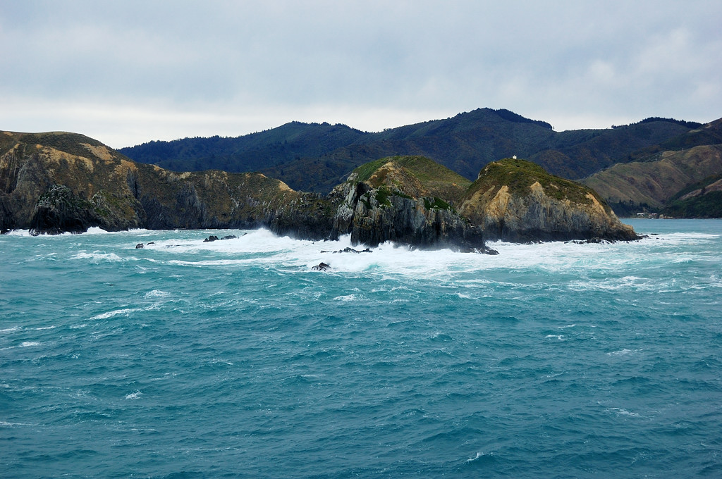 А волны и стонут и плачут... Шторм позади, входим в шхеры Южного острова