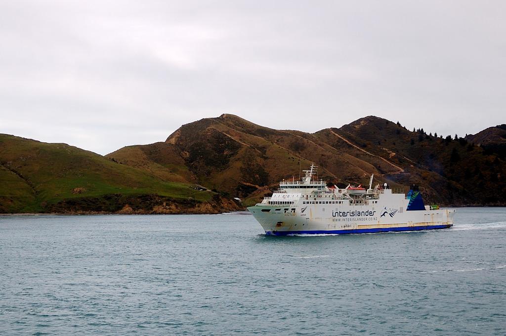В шхерах Южного острова встречаем третий паром компании Interislander с эстонским именем Aratere ;)