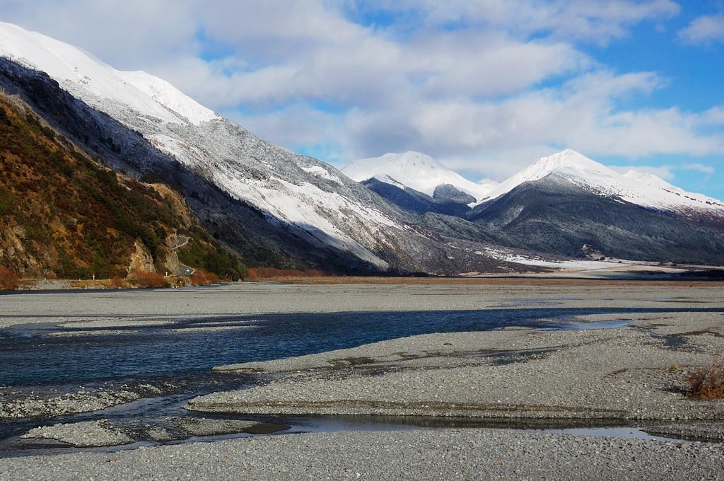 В Южных Альпах все речки такие - тоненький ручеек посреди широченного русла