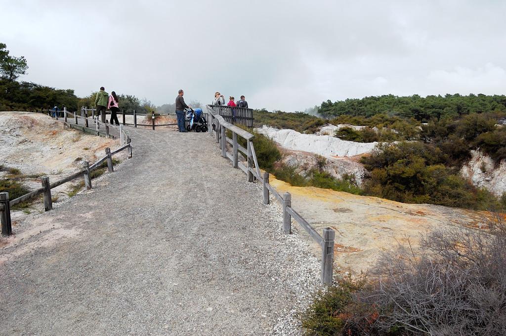 Дорожки в парке Wai-O-Tapu