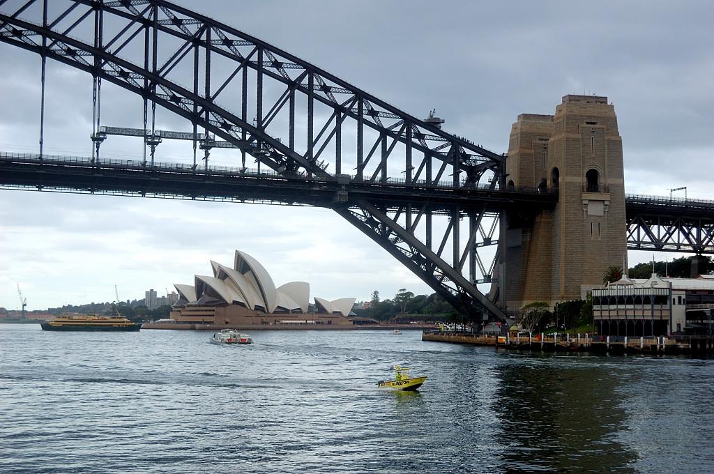 Мост Harbour Bridge и оперный театр