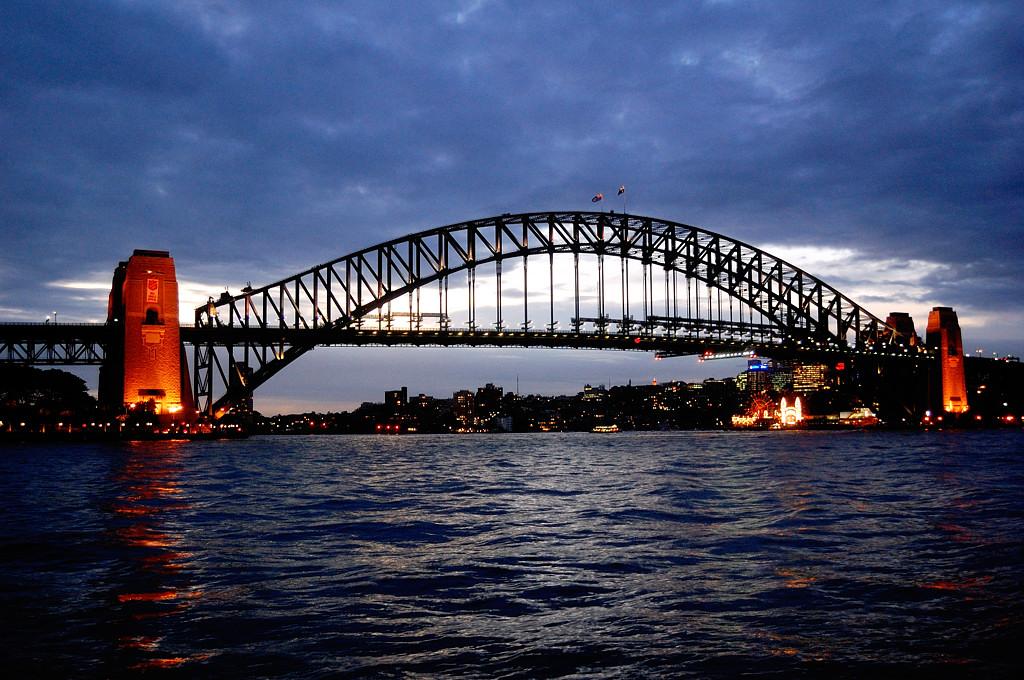 Вид на мост Harbour Bridge ночью