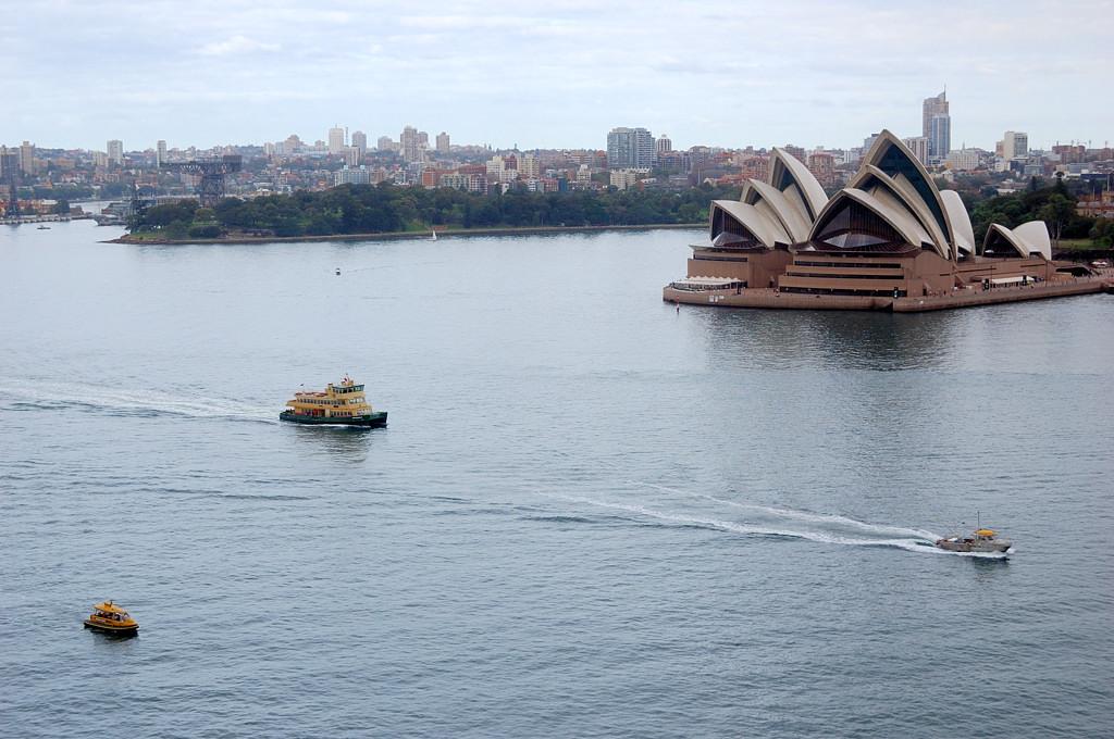 Вид на оперный театр с моста Harbour Bridge