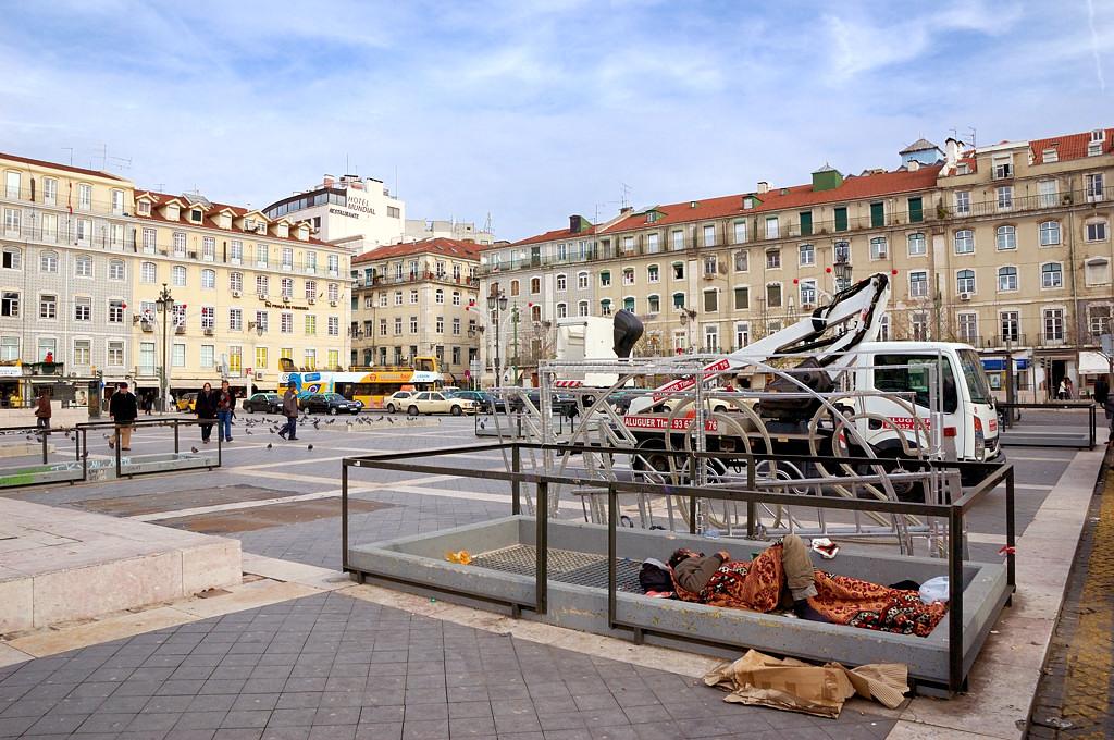 На площади Фигейра. Бездомные