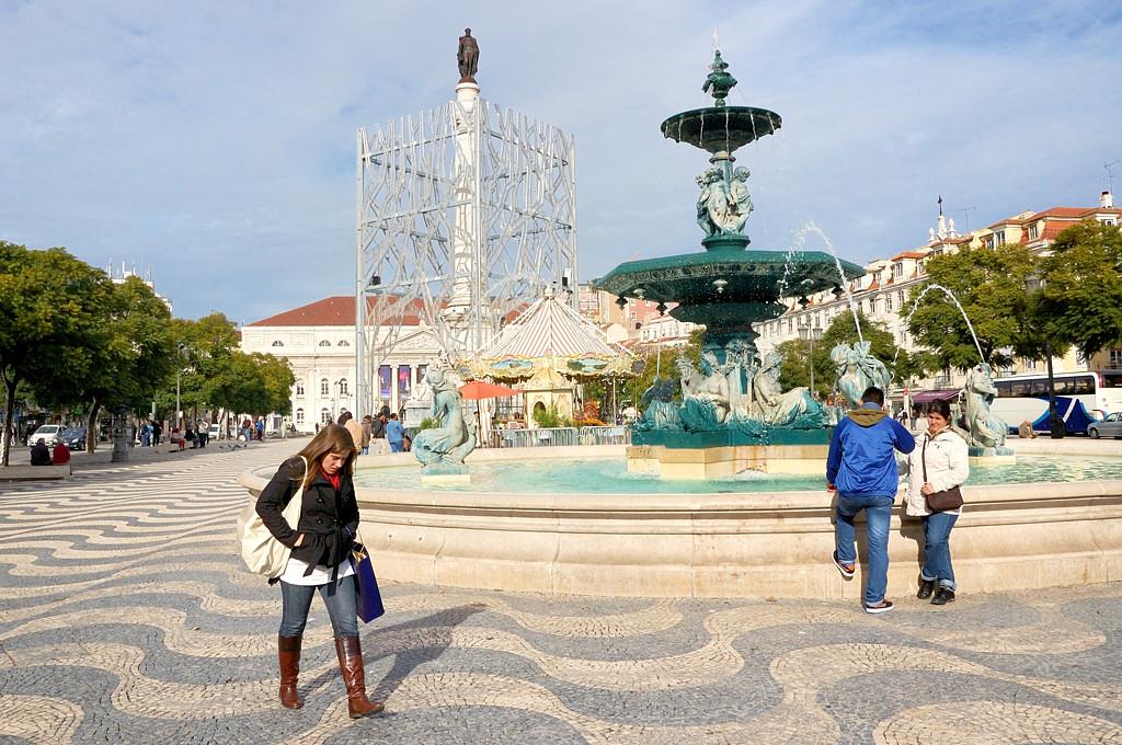 На площади Россио, она же Дона Педро IV