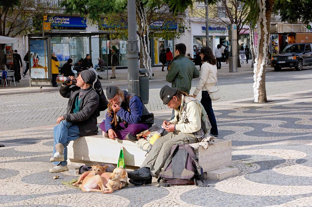 Португальским асоциалам долговой кризис нипочем :)