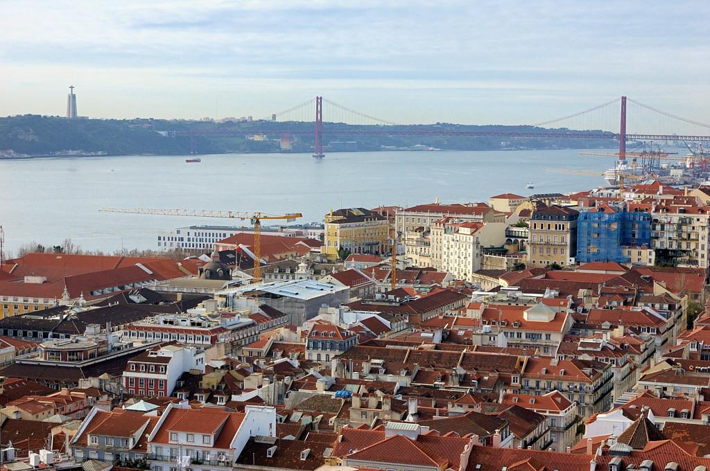 Вид на город с крепости Сан-Жоржи