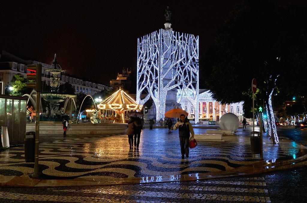 На площади Россио ночью