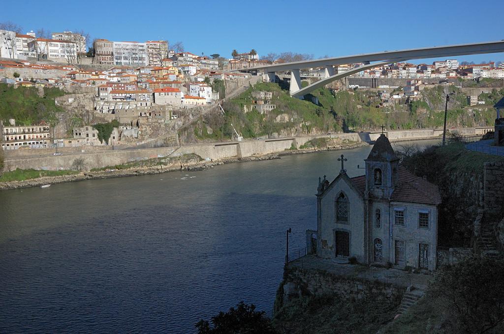 Вид на мост Ponte do Infante