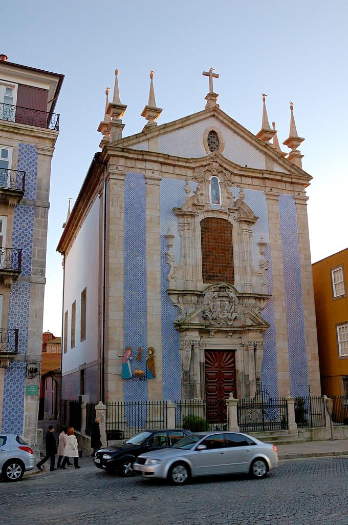 Церковь Св. Николая, отделанная плитками-азулежу