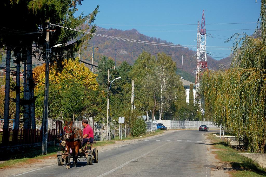 На румынских дорогах часто можно встретить гужевые повозки