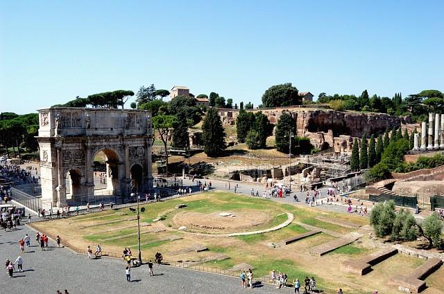 Вид с Колизея на Арку Константина и Палатинский холм