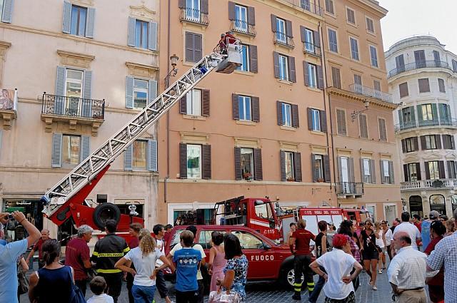 Зачем-то вызвали пожарных