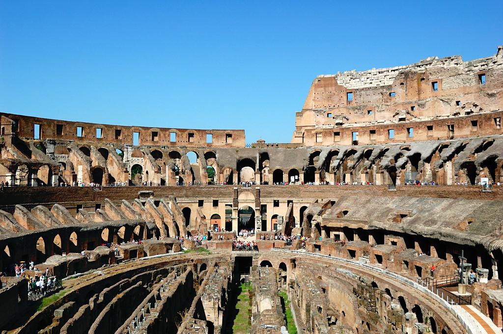Внутри Колизея