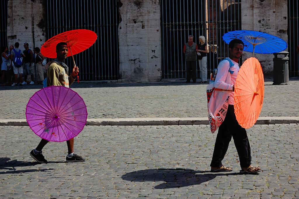 Торговцы зонтиками у Колизея