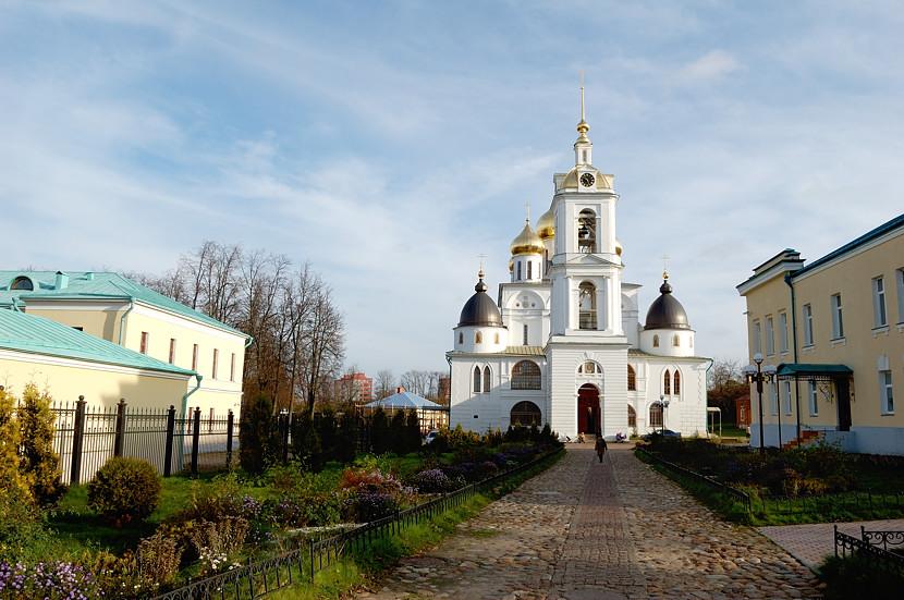 Дмитровский Кремль. Успенский собор и другие постройки внутри