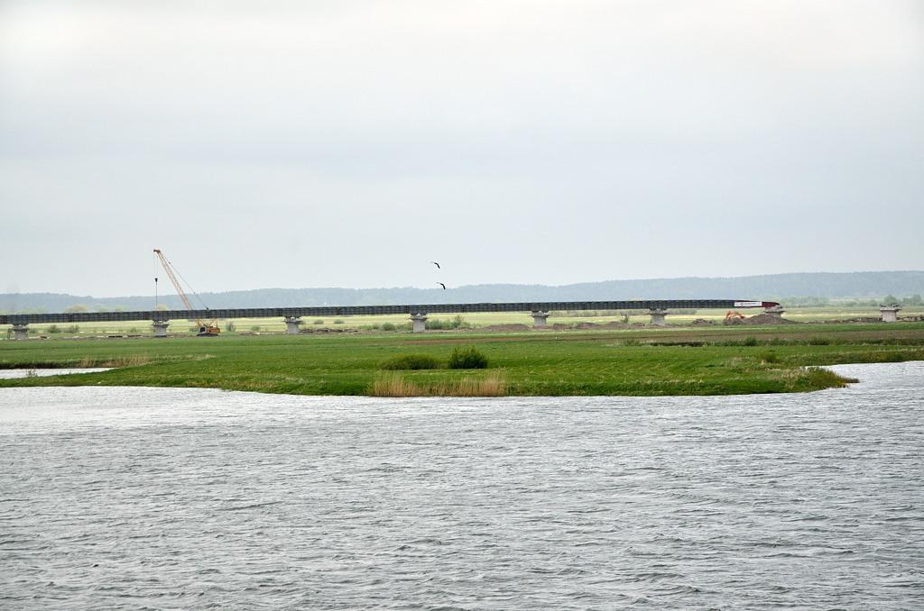 С другой стороны от моста строят новую дорогу через Неман