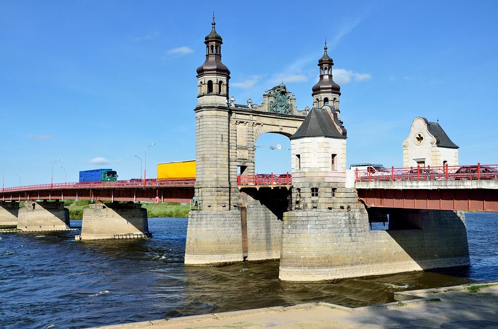Мост Королевы Луизы. Где-то здесь на плоту посреди Немана в 1807-м году Александр I встречался с Наполеоном и подписал с ним Тильзитский мир